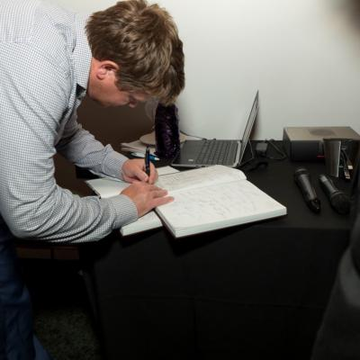244a4119 Daniel Signing Long Or Short